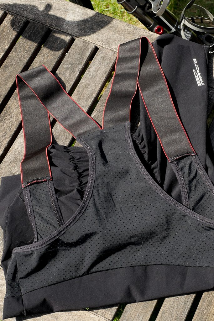 Wide shoulder straps on the Ashmei